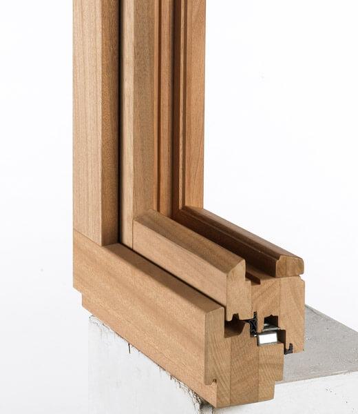 Hout ramen en deuren baens for Hout voor traptreden