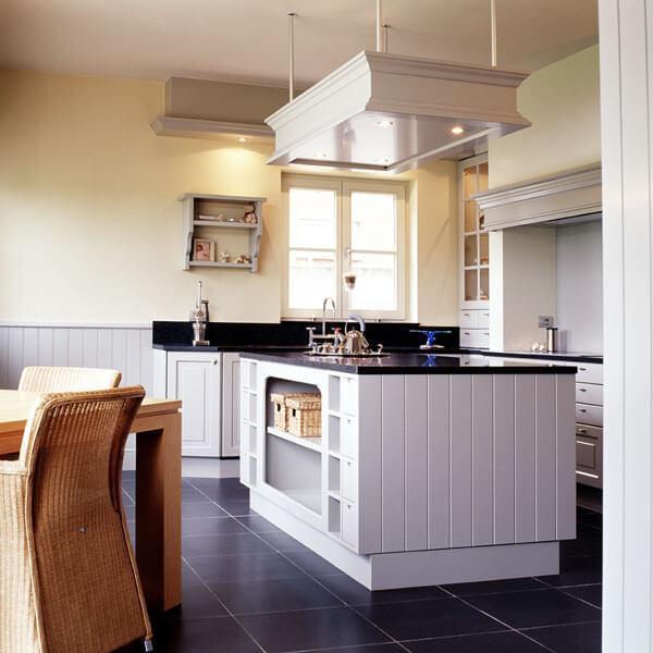 Een volledig op maat ontworpen keukeneiland in landelijke stijl