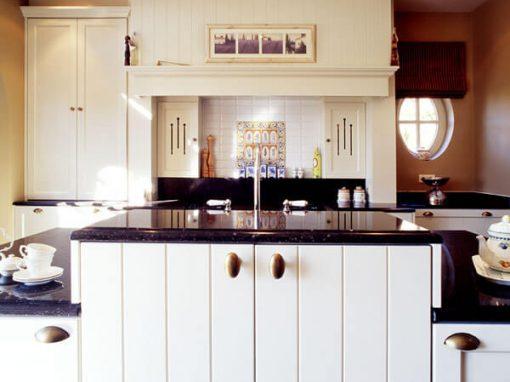 Keuken Landelijk Ramen : Blauw groen landelijke keuken met eiland in hilversum db keukens